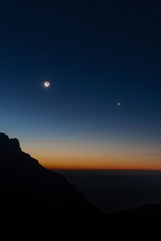 planetary conjunction between Venus, Mars and the Moon photographed on 50mm lens